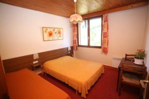 3 pièces chambre grand lit